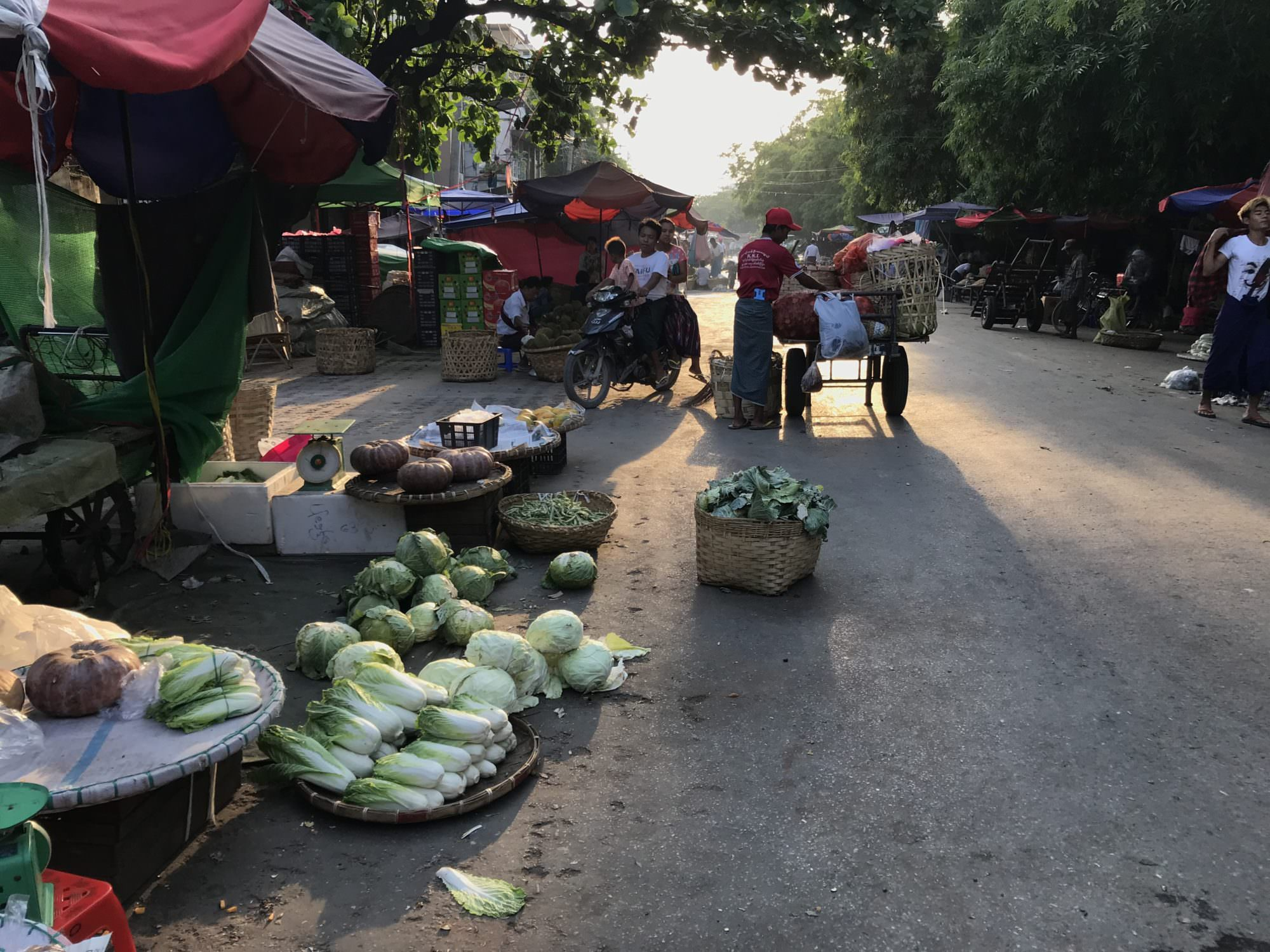 道端の市場