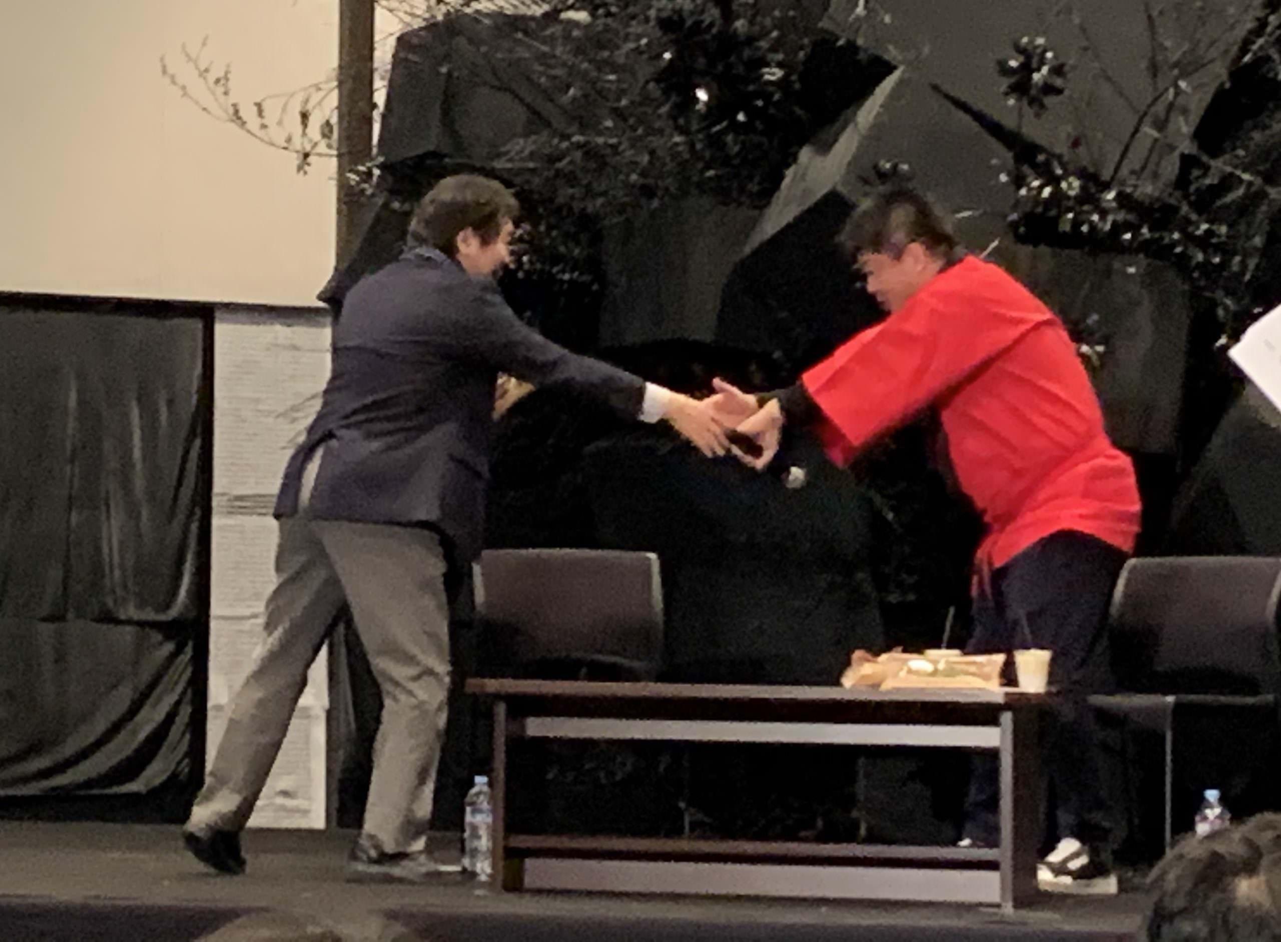 竹中さんと堀江さんの握手