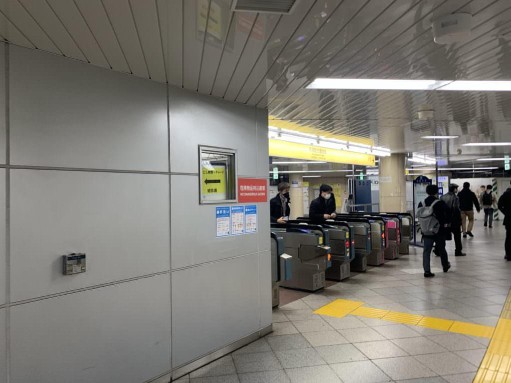 駅構内ロッカー場所については、駅員さんに聞くのがおススメです。